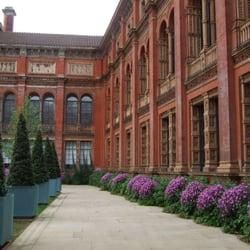 V&A courtyard.
