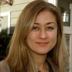 Maria Kaya Kojima, LMT, owner door Maria K. - ls