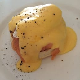 Single eggs Benedict with salmon