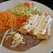 Mi Casa Restaurant - Wheaton, IL, États-Unis. Chicken enchiladas red sauce on the side because they said it was extra spicy today... the sauce was perfect