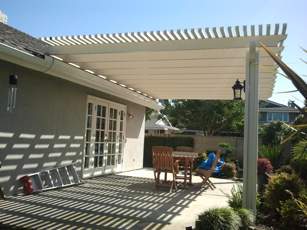 Roof Mounted Open Lattice Patio Cover With Post Lights In