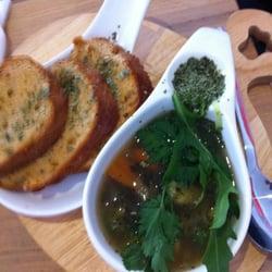 Gemüsesuppe nett serviert, und…