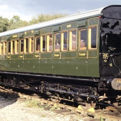 "SECR ""hundred seater"" carriage, in 1930s Southern Railway livery"