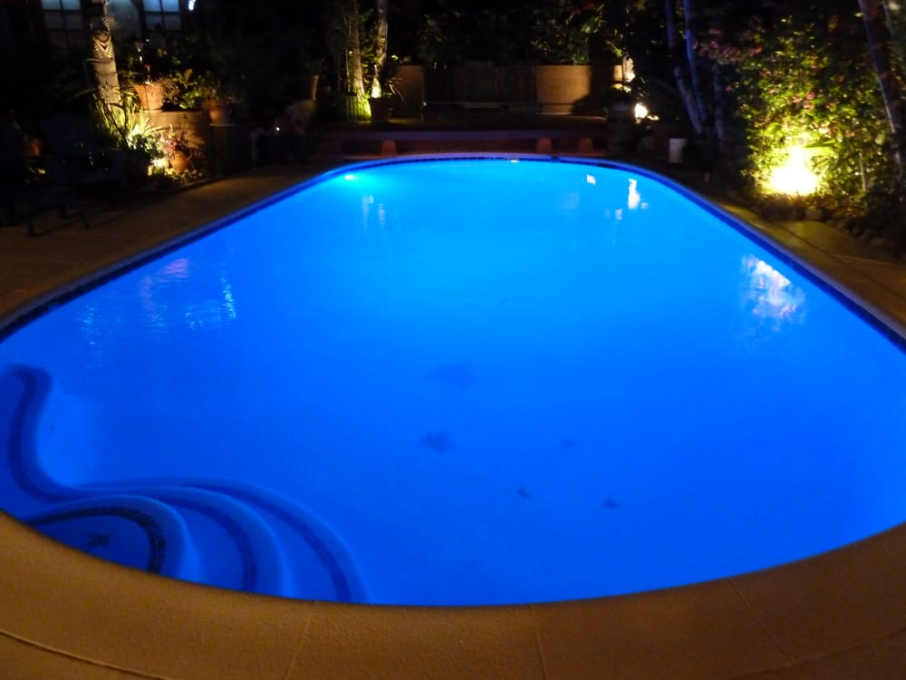Crown pool spa construction 77 photos pool hot tub for Spa construction