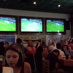 Gator's Dockside Lake Mary - Lots of people here for the world cup and the Monday night wings special - Lake Mary, FL, Vereinigte Staaten