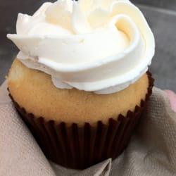The Cupcakory - Double Vanilla Cupcake - Boston, MA, Vereinigte Staaten