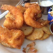 OceanBleu at Gino's Fish Market & Cafe - seafood platter of halibut, prawns, scallops and fried potatoes -- wow1 - Newport, OR, Vereinigte Staaten