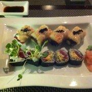 Kyoto - Clarks Summit, PA, États-Unis. Black pearl & spicy tuna rolls