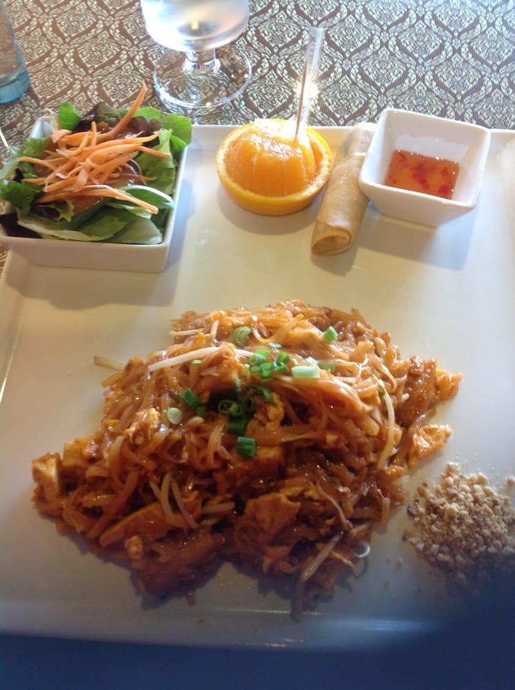 Thai Table Pad Thai Pad Thai Lunch Special $8.50 w