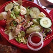 Luther's - garden salad with chicken. The chicken was tasteless and we asked to send it back, which the waitress gladly did and refunded us - Beaufort, SC, Vereinigte Staaten