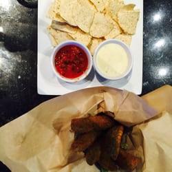 Jonathan's Grille - Mount Juliet, TN, États-Unis. Salsa & Queso Dip amazing Fried pickles! The dip for the Fried pickles was amazing!