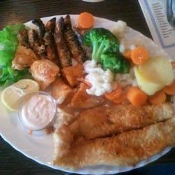Der Mittagstisch Fischteller: Sardinen,…