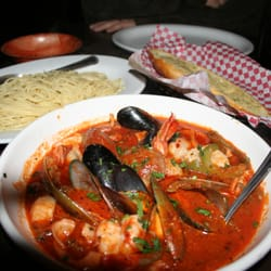 Times Square Pizzeria - Cioppino w/jumbo shrimp, clams, mussels, white fish, scallops & calamari in  fresh red sauce with bell peppers for 20 bucks! - Phoenix, AZ, Vereinigte Staaten