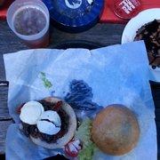 Big burger avec chèvre, tomates séchées,…