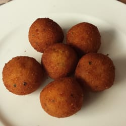Mushroom and foie croquet (potatoe balls). Comes with 6 balls and is a great appetizer.