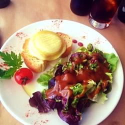 Chez Aldo - Marseille, France. Entrée salade de chèvre chaud