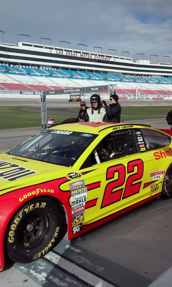 Richard petty driving experience 33 photos amusement for Las vegas motor speedway driving experience