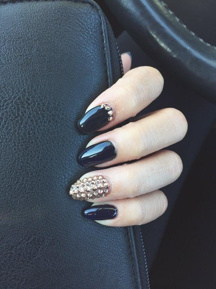 Matte Almond Nails Matte Black Almond Nails |