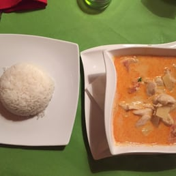 Rotes Ananas Curry mit Kokosmilch