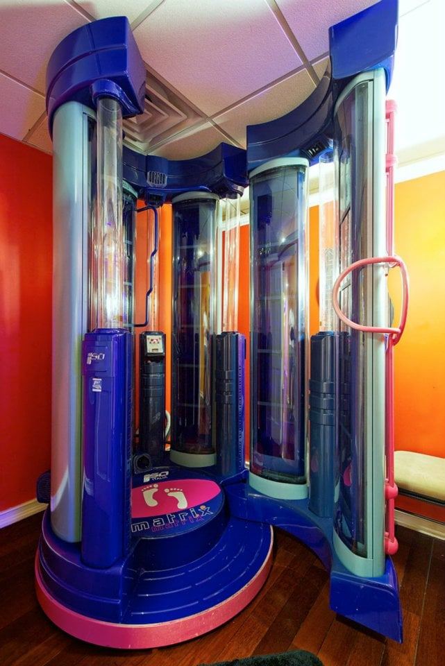 The matrix v28 the only non claustrophobic 100 high for 24 hour tanning salon nyc