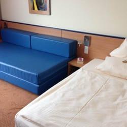 Schlafbereich und Couch.