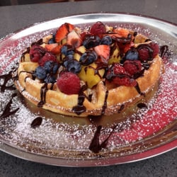Doma Kitchen - Belgian Waffle with fruits and drizzled with chocolate!! Yum!!! - Redondo Beach, CA, Vereinigte Staaten