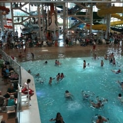 Evergreen Wings & Waves Waterpark - Wave pool and interior - McMinnville, OR, Vereinigte Staaten