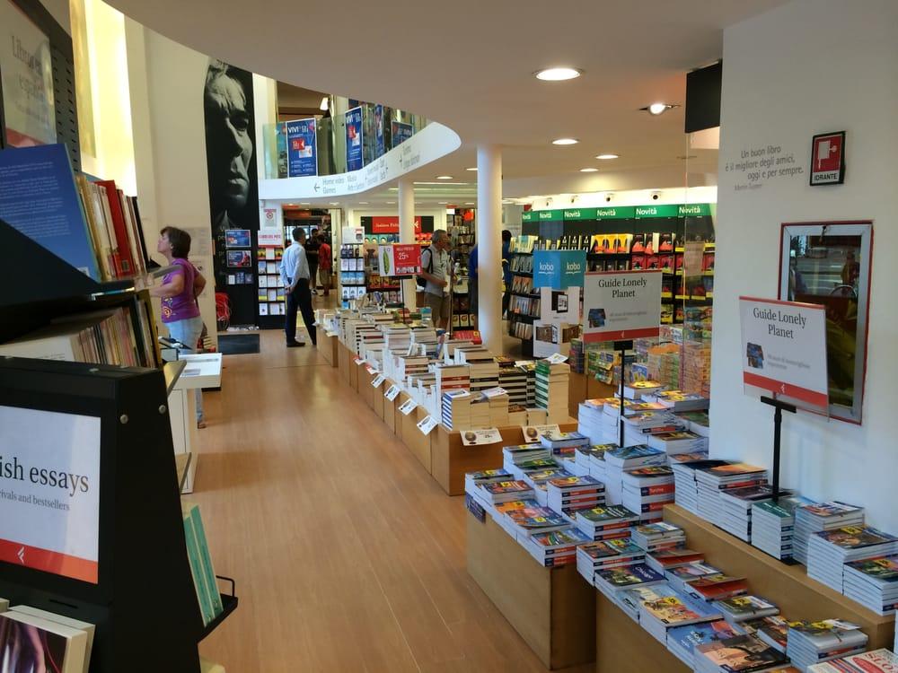 La feltrinelli 19 foto librerie centro storico for Riviste feltrinelli