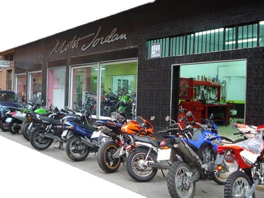 Motos jordan concesionarios de motos humanes de madrid - Fachadas de talleres ...
