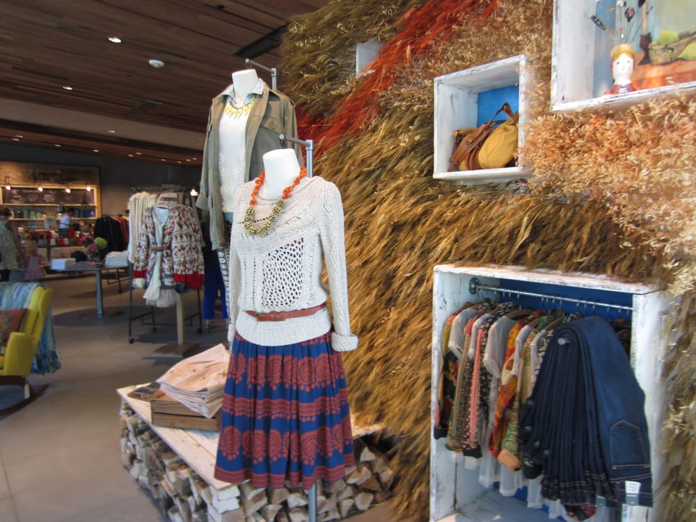 Anthropologie - Walnut Creek, CA, États-Unis. Cute display right when you walk in the door