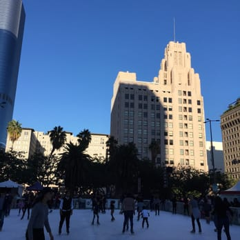 holiday ice rink pershing square 137 photos 129 reviews ice skating downtown los. Black Bedroom Furniture Sets. Home Design Ideas