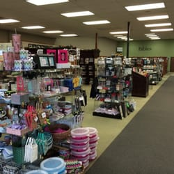 Lifeway Christian Stores - Lots of things to purchase here! Spacious Christian bookstore. - San Diego, CA, Vereinigte Staaten