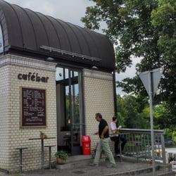 Das kleine Café im Brückenhäuschen mit…