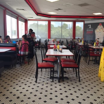 Steak n shake 11 photos 37 reviews american new for Steak n shake dining room hours