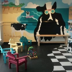 Ben & Jerry's Scoop Shop - Great place for the kids to hang while we parents CHOW! - North Eastham, MA, Vereinigte Staaten