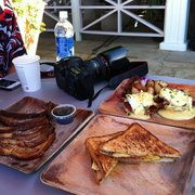 Barefoot Beach Cafe - Best Eggs Benedict, French Toasts and coffee. - Honolulu, HI, Vereinigte Staaten