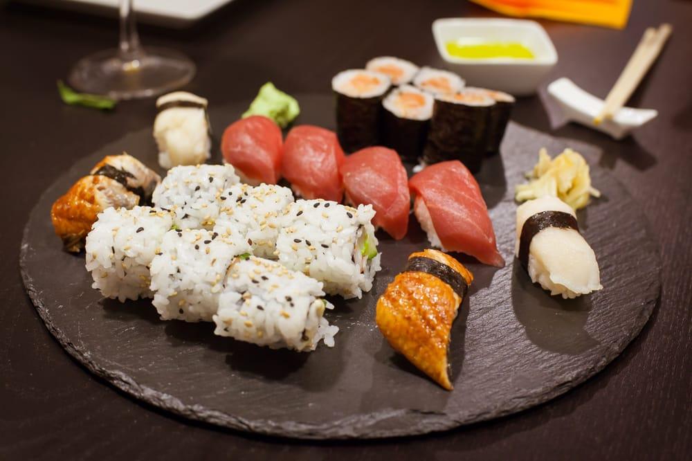 Niguiris de anguila, pez mantequilla (mis preferidos) y at�n junto ...