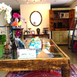 Revive Spa & Yoga - This is the place for for massage, facials, yoga, healing gems and and walk on the beach!!! Favorite hidden spot in Moss Landing - Moss Landing, CA, Vereinigte Staaten