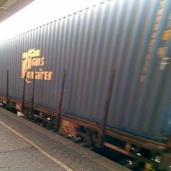 Güter-ICE rauscht durch den Bhf.