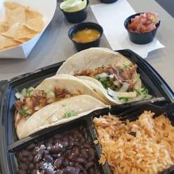 Baja Fresh - Beaverton, OR, États-Unis. Baja carnitas taco combo - yum