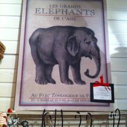The Urban Nest - Palo Alto, CA, États-Unis. Elephant canvas picture which also doubles as cork board