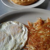 "Midnight Diner - The ""Uptown"" with eggs over medium, hash browns and waffle. - Charlotte, NC, Vereinigte Staaten"