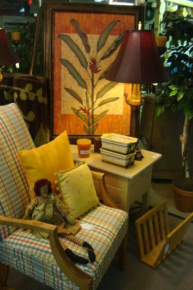 Seek and find consignments furniture stores evansville for Found furniture