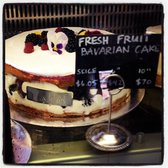 "Tartine Bakery & Cafe - Yes that is a 10"" cake for 70.00 - San Francisco, CA, Vereinigte Staaten"
