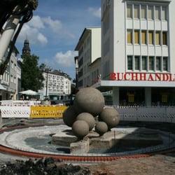 Der Kugelbrunnen während seines Umbaus…