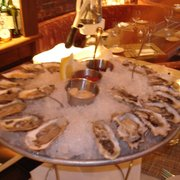 "The Neptune Room - New York, NY, États-Unis. Delicious Oysters during the $1 oyster ""happy hour"""