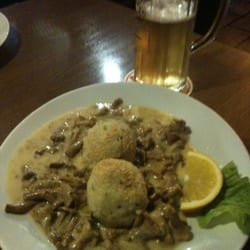 Semmelknödel mit frischen Pfifferlingen in feiner Rahmaoße.  It tastes delicious!