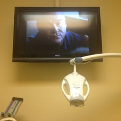 Media District Dentistry & Braces - North Hollywood, CA, États-Unis. Flat screen TVs in every room.