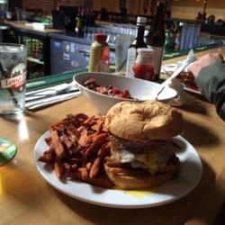 Bayside Bowl - Drunk on lane9 burger - Portland, ME, Vereinigte Staaten