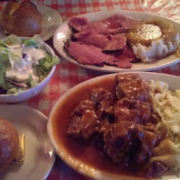 Tommy's Joynt - San Francisco, CA, États-Unis. Monday Oxtail Special w/bowtie butter noodles and Pastrami Dinner plate
